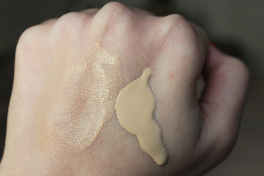 Swatche Face and Body Foundation MAC